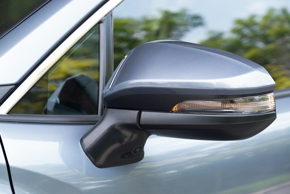 Camera 360 độ được trang bị xung quanh xe nhưng chất lượng cần phải được cải thiện hơn.
