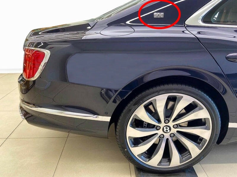 Cờ Anh xuất hiện ở cột C của Bentley Flying Spur First Edition 2020