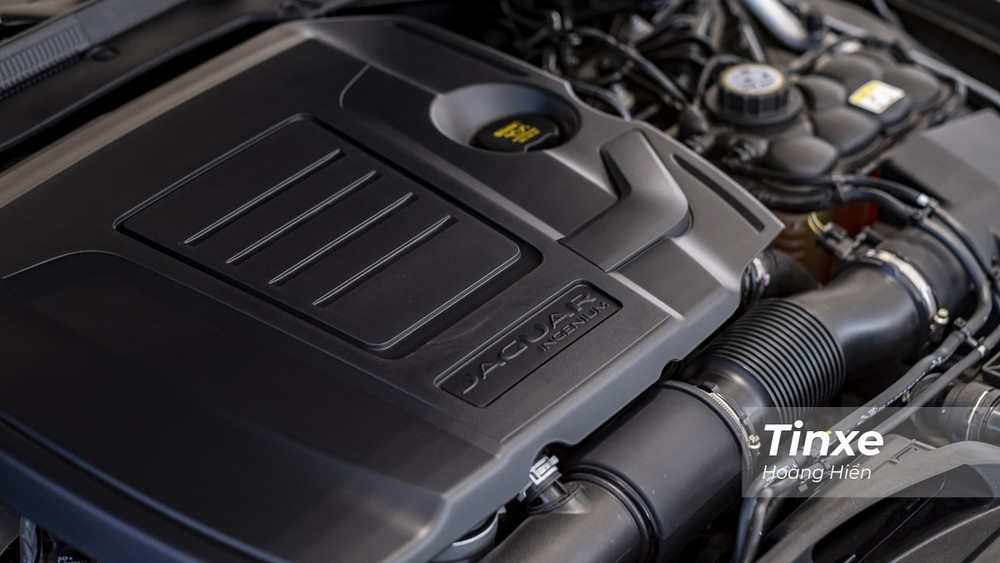 Nếu so sánh với các đối thủ cùng phân khúc thì Jaguar XE mới có động cơ mạnh mẽ hơn.
