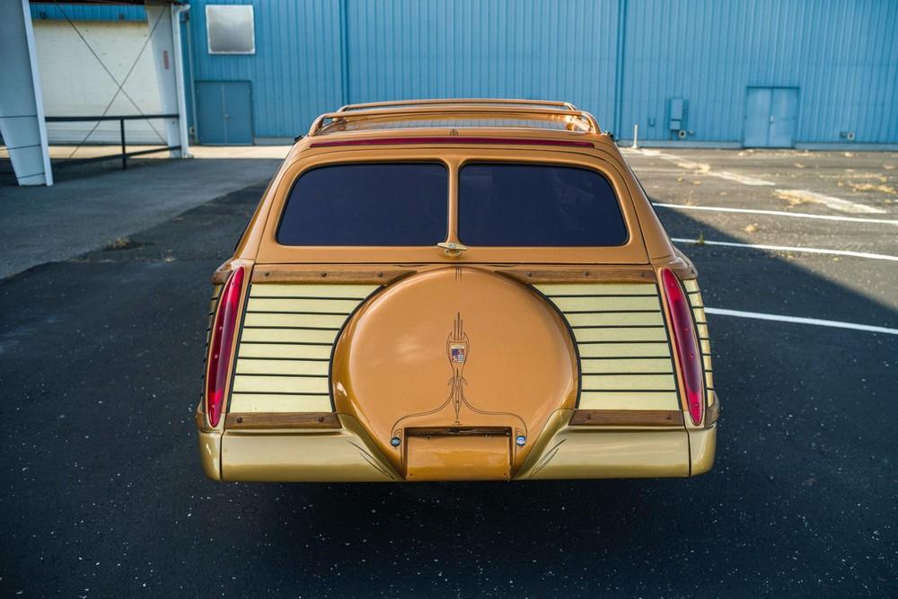 Đuôi xe củaCougar Woodie 2050