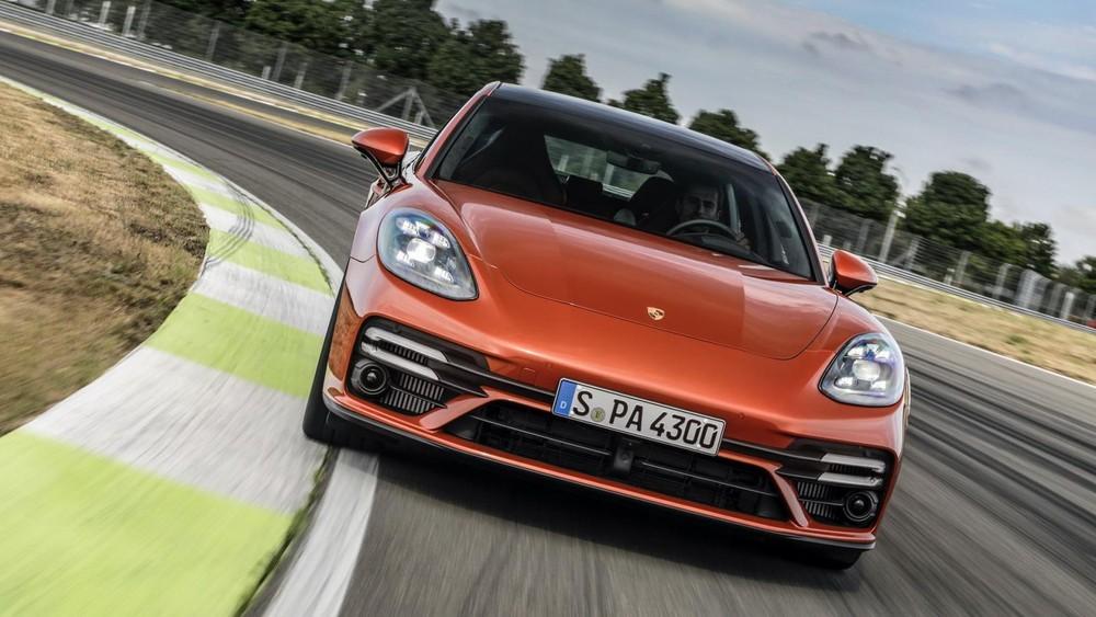 Porsche Panamera tiêu chuẩn và Panamera 4 dùng động cơ như cũ