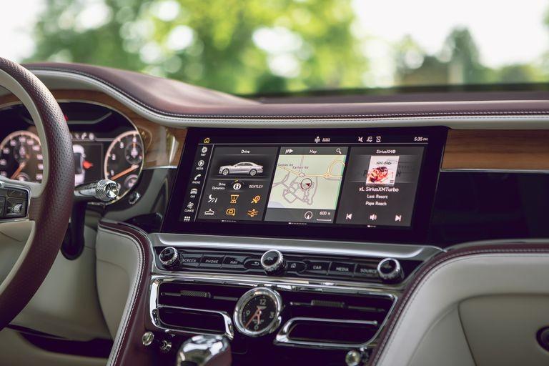 Màn hình giải trí 3 trong 1 trên Bentley Flying Spur 2020