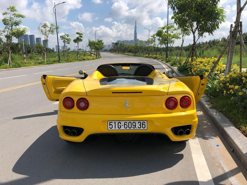 Thiết kế của siêu xe Ferrari 360 Spider nhìn từ phía sau