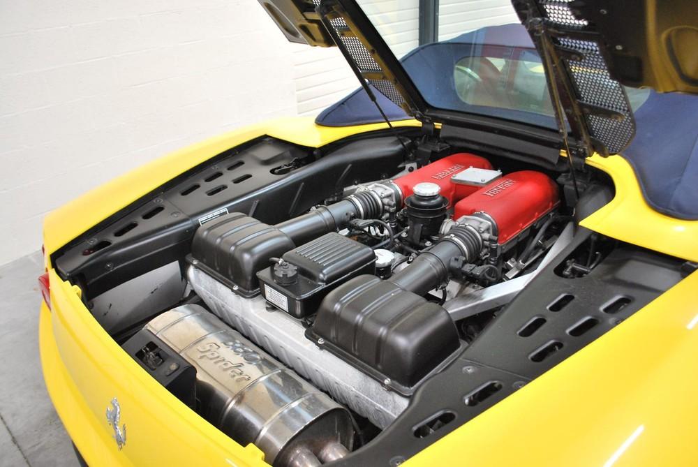 Động cơ V8 trên siêu xe mui trần Ferrari 360 Spider