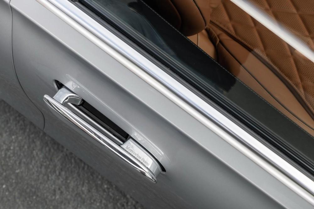 Tay nắm cửa có thể bật ra và thụt vào của Mercedes-Benz S-Class 2021