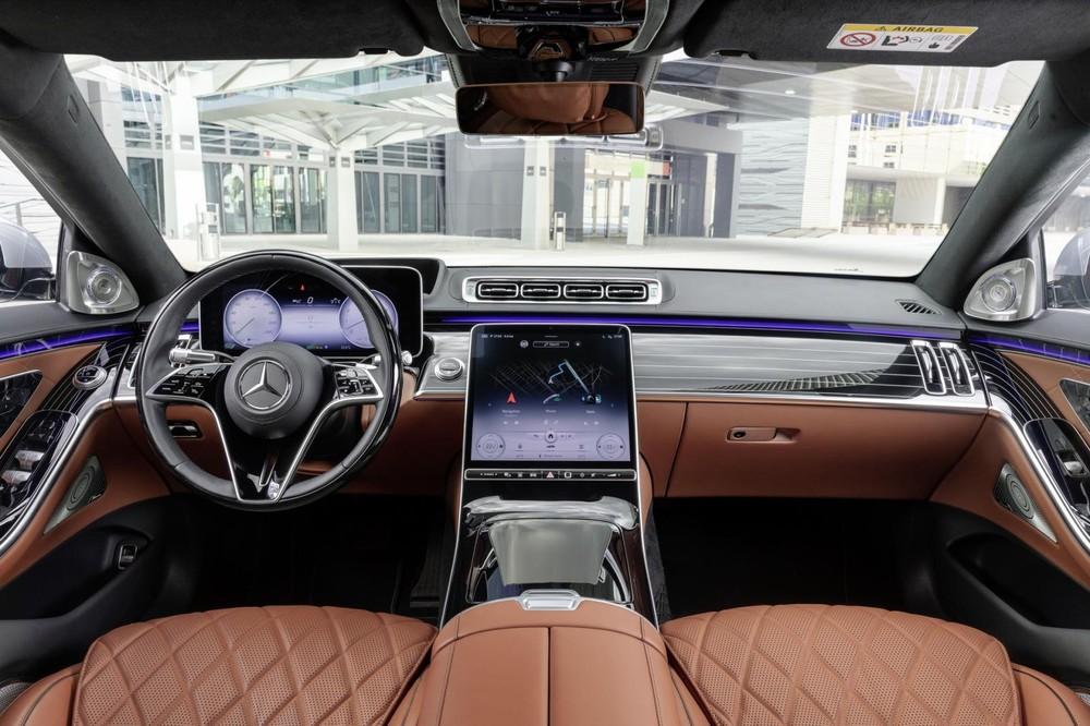 Mercedes-Benz S-Class 2021 được trang bị tấm gỗ ốp mặt táp-lô lấy cảm hứng từ du thuyền
