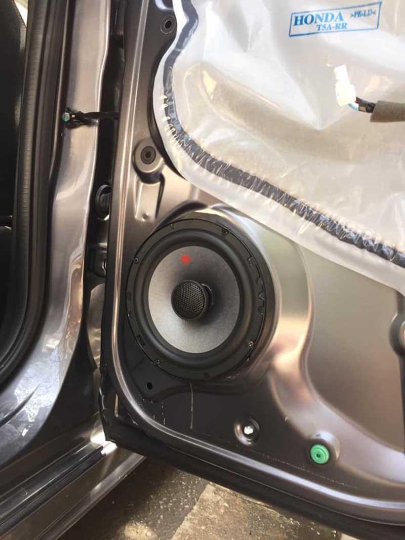 Loa theo xe thường không đem lại chất lượng âm thanh như mong muốn.