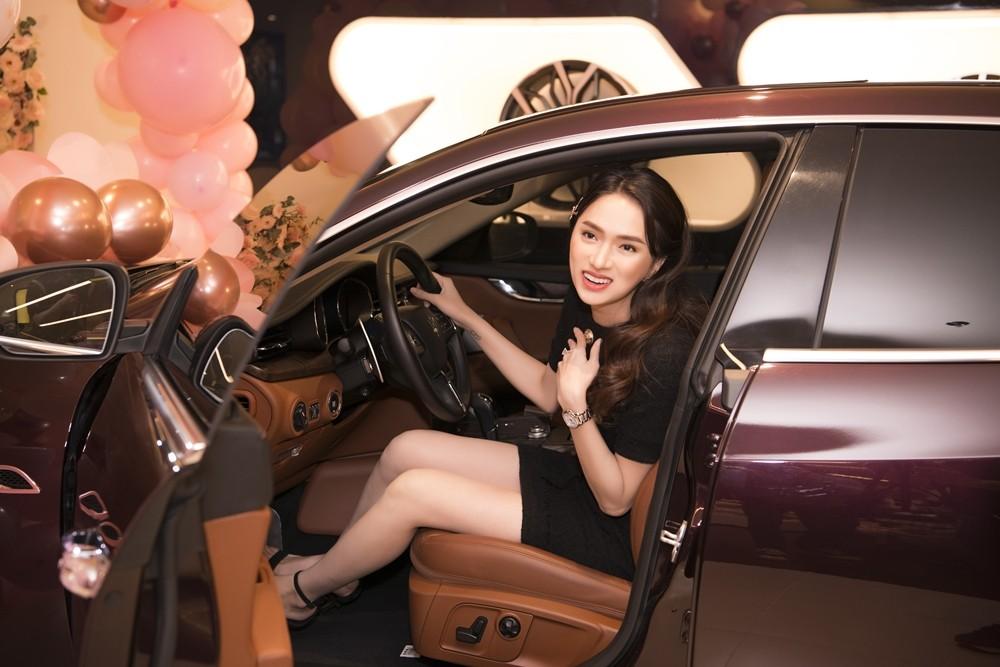 Chiếc xe sang Maserati Quattroporte của Hoa hậu Hương Giang còn thuộc phiên bản Granlusso