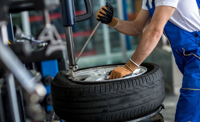 Lốp không săm khó sửa chữa và lắp ráp hơn lốp có săm.