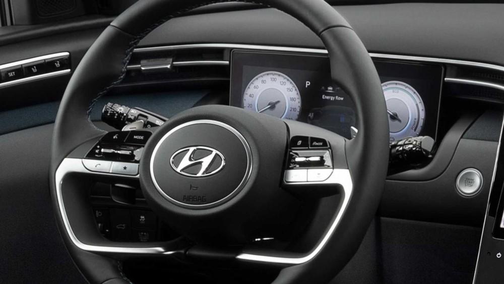 Vô lăng và bảng đồng hồ kỹ thuật số của Hyundai Tucson 2021