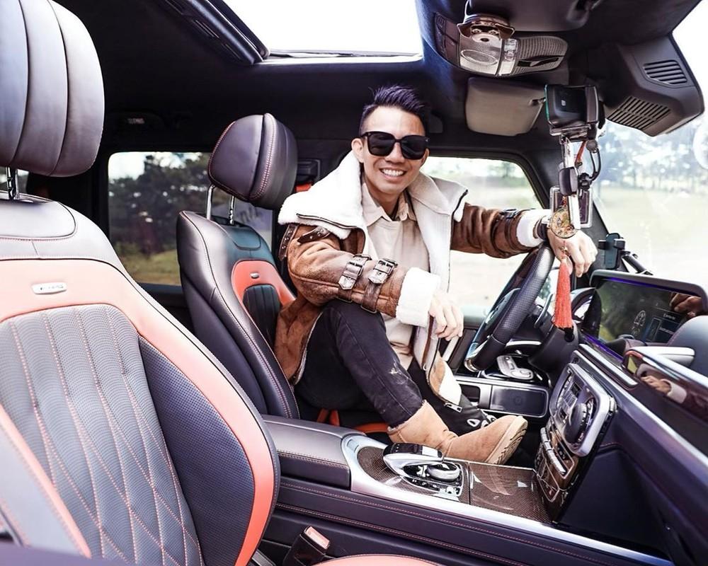 Còn đảm nhận việc di chuyển trong công việc cũng như du lịch cho chủ nhân chiếc Pagani Huayra độc nhất Việt Nam chính là mẫu xe SUV hạng sang Mercedes-AMG G63 Edition One