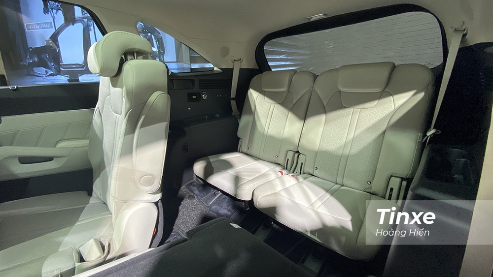 Hàng ghế thứ 3 của KIA Sorento rộng rãi cho cả người cao 1m7 với khoảng trần thoáng và độ ngả lưng ghế vừa đủ giúp người ngồi có thể tư thế khá thoải mái.
