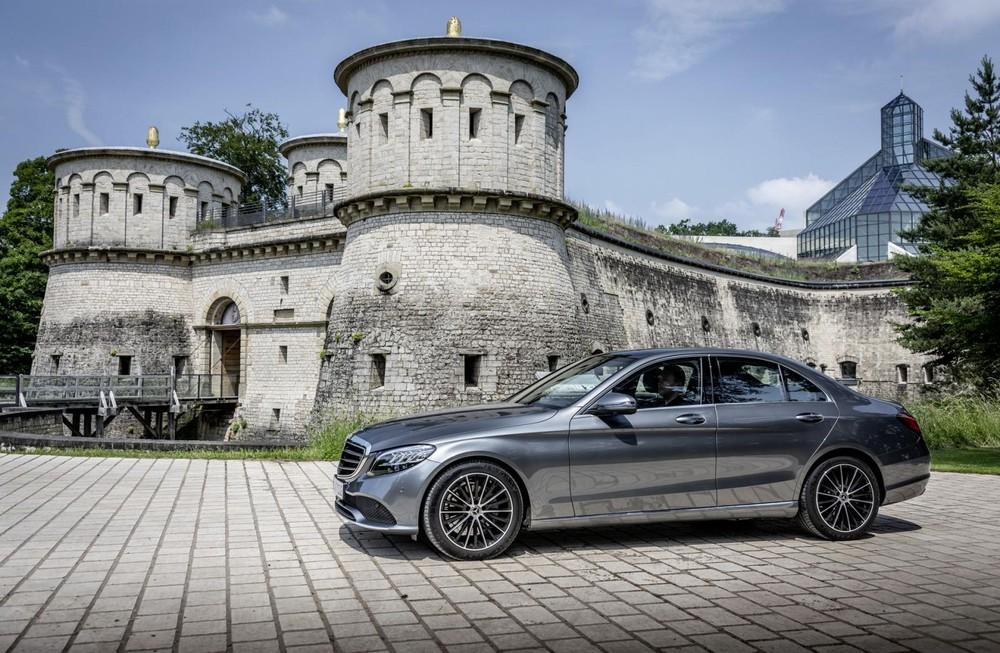 Mercedes-Benz C-Class là mẫu xe giúp người dùng Tinder nhanh vào việc nhất