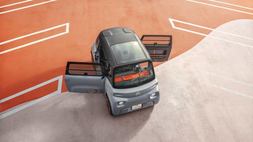 Nửa nóc xe Citroen Ami được làm bằng kính