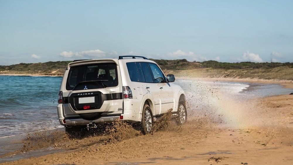 Khả năng di chuyển ở nhiều địa hình là thế mạnh của Mitsubishi Pajero