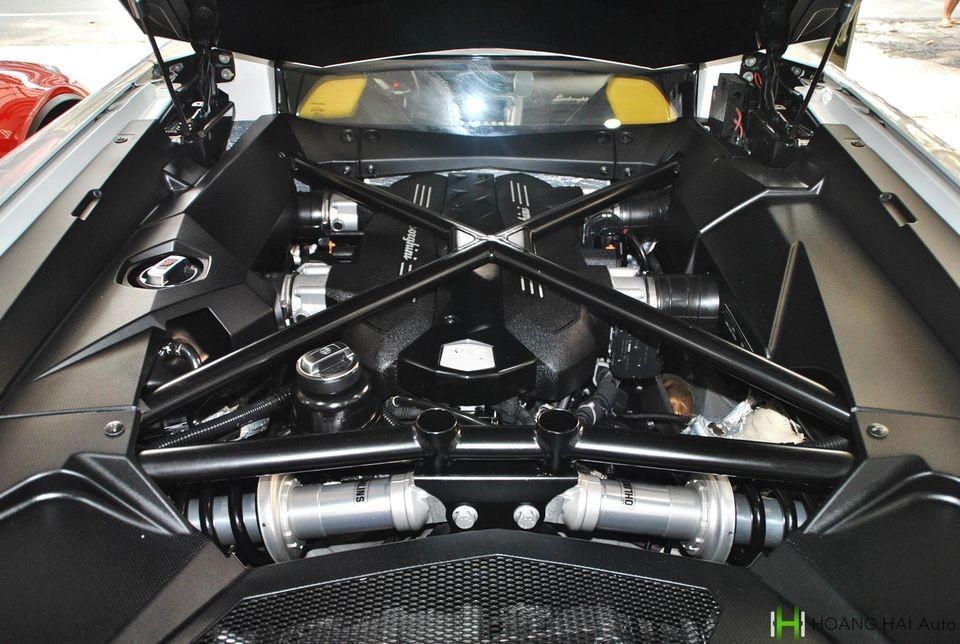 Động cơ V12 của chiếc Lamborghini Aventador LP700-4 đang được chào bán 19 tỷ đồng