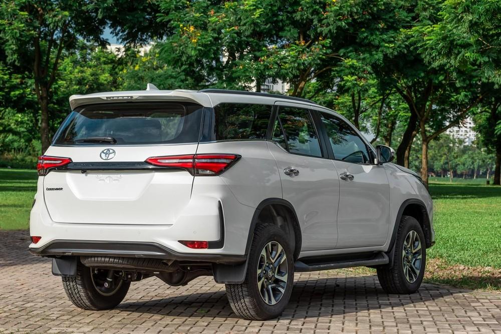 Dù nâng cấp trang bị, thay đổi nhẹ thiết kế nhưng giá khởi điểm của Toyota Fortuner 2020 lại giảm mạnh, chưa đến 1 tỷ đồng