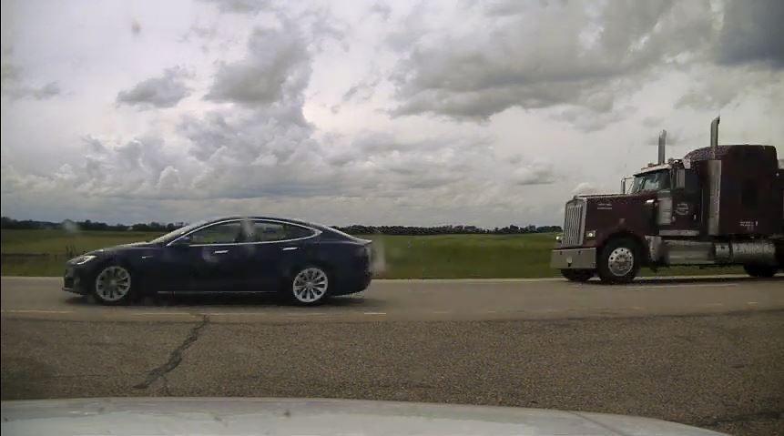 Nam thanh niên điều khiển chiếc Tesla Model S đã bị khởi tố