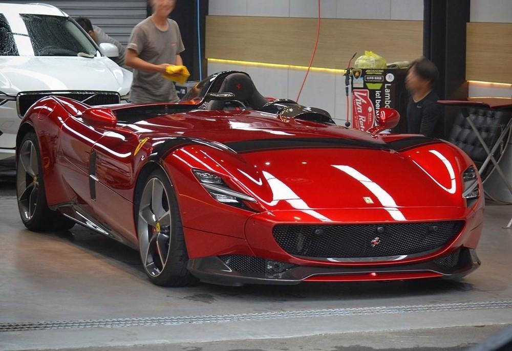 Siêu xe ích kỷ Ferrari Monza SP1 cập bến Đài Loan khiến dân tình xôn xao