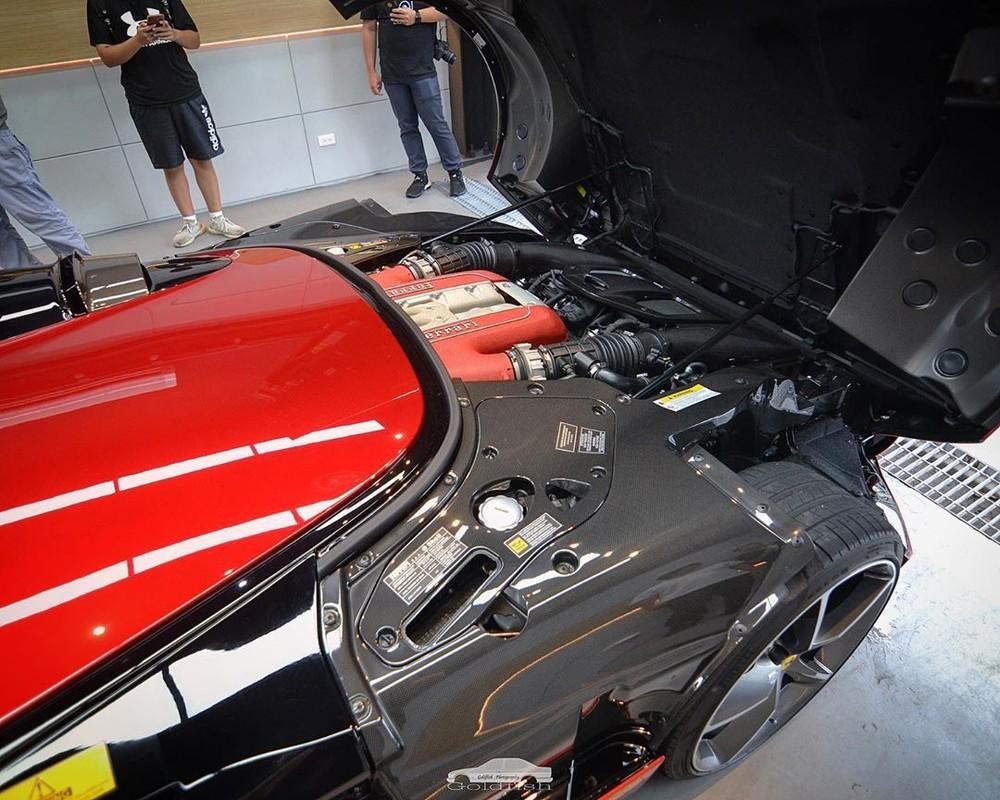 Động cơ V12 lấy từ Ferrari 812 Superfast của Ferrari Monza SP1
