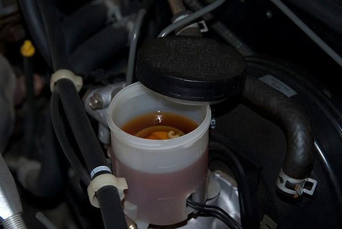 Thay dầu phanh ô tô sau thời gian sử dụng từ 2 - 3 năm là tốtnhất.