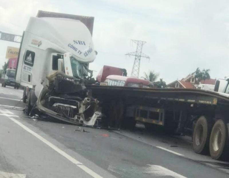 Vụ tai nạn khiến giao thông qua QL5 gặp khó khăn