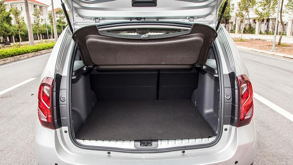 Không gian dành trong xe khá rộng rãi.