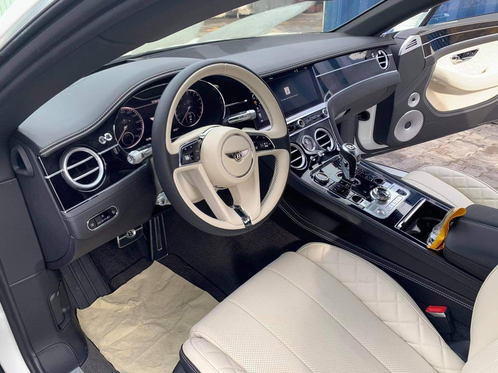 Nội thất khoang lái của Bentley Continental GT V8 thế hệ thứ 3 mới về Việt Nam