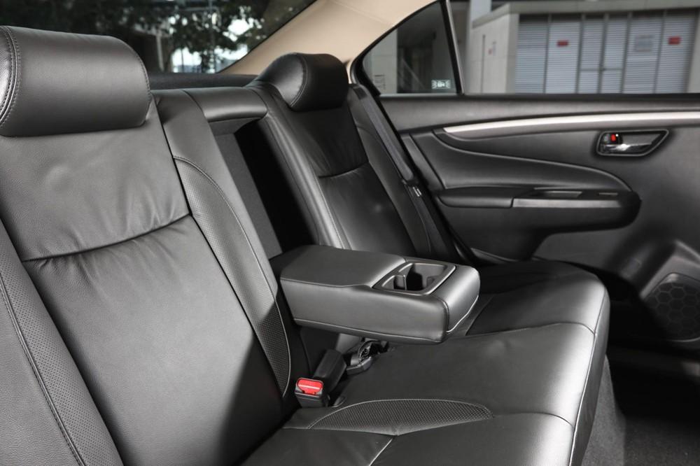 Còn đây là hàng ghế sau của xe