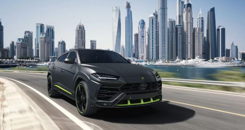 Siêu xe Lamborghini Urus Graphite Capsule sẽ được bán ra từ năm 2021. Giá bán mà Lamborghini công bố dành cho Urus ở đời xe này vào khoảng là 218.009 đô la tại thị trường Mỹ và 186.134 Euro tại thị trường châu Âu. Giá xe Lamborghini Urus tại Việt Nam trên 20 tỷ đồng.