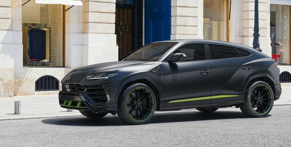 Lamborghini Urus là chiếc SUV nhanh nhất thế giới hiện tại. Mẫu xe này được trang bị động cơ xăng V8, tăng áp kép, dung tích 4.0 lít, sản sinh công suất tối đa 650 mã lực và mô-men xoắn cực đại 850 Nm. Động cơ kết hợp cùng hộp số tự động 8 cấp và hệ dẫn động 4 bánh giúp Lamborghini Urus có thể tăng tốc từ vị trí xuất phát lên 100 km/h trong 3,6 giây trước khi đạt vận tốc tối đa 305 km/h.