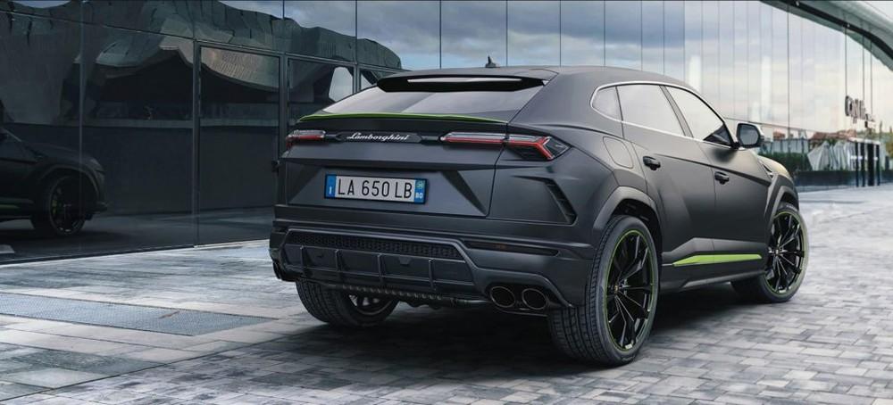 Hãng siêu xe Lamborghini trang bị đến 6 chế độ lái cho siêu SUV Urus và gọi là Anima. Ngoài 3 chế độ lái quen thuộc trên các siêu xe như Strada (đường phố), Sport (thể thao), Corsa (đường đua), siêu SUV Urus còn có thêm 3 chế độ lái khác là Sabbia (đường cát), Terra (việt dã) và Neve (tuyết).