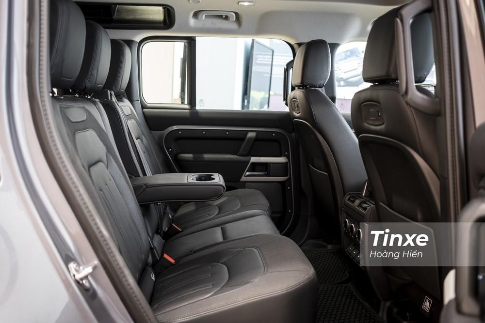 Hàng ghế sau của Land Rover Defender 2020