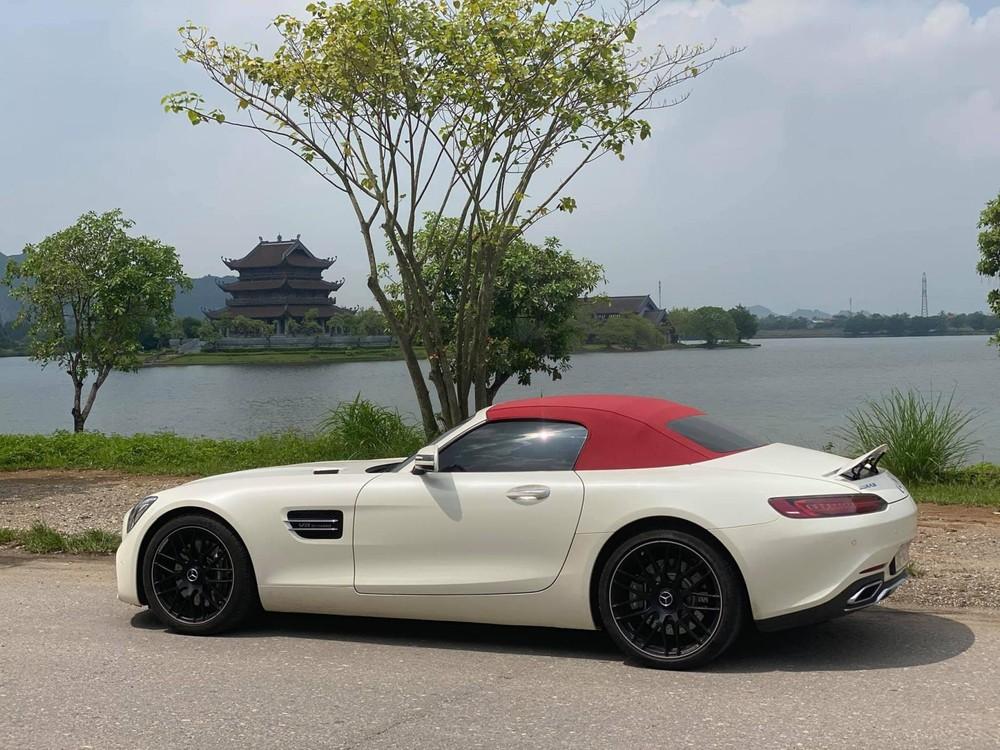 Giá xe Mercedes-AMG GT Roadster tại Việt Nam lúc mới về nước là 10,4 tỷ đồng