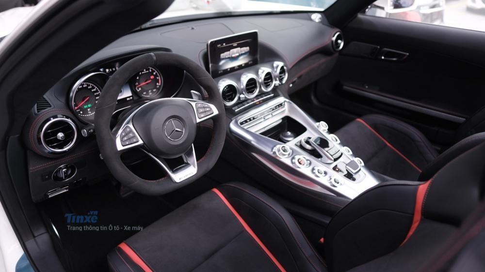 Đây là nội thất của Mercedes-AMG GT Roadster có một không hai tại Việt Nam