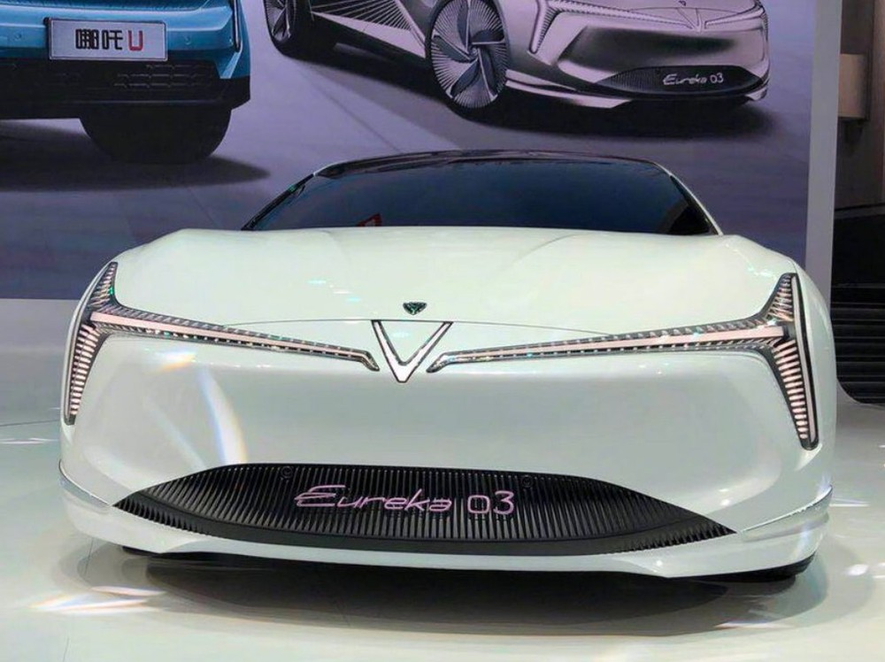 Neta Eureka 03 mang thiết kế rất ấn tượng, đậm tính nghệ thuật với hệ thống đèn độc đáo phía đầu xe