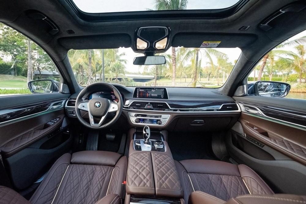 Nội thất của một chiếc xe BMW 740Li Pure Excellence 2020