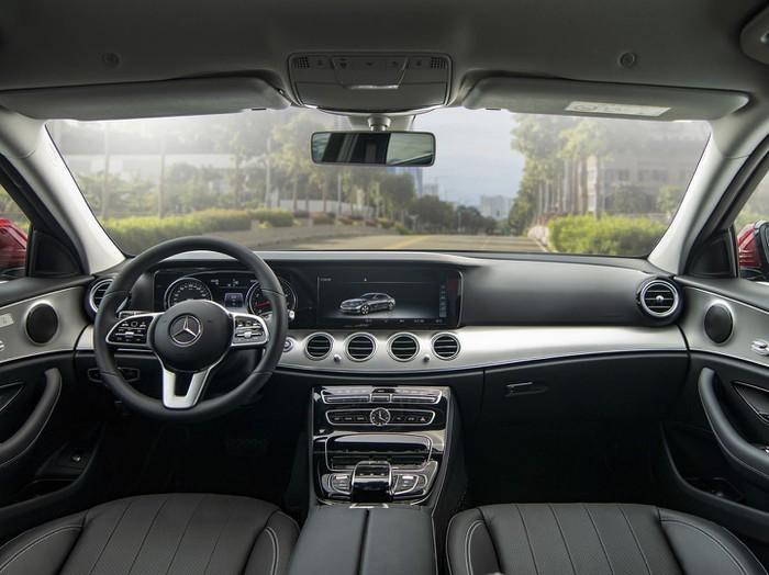 Nội thất Mercedes-Benz E 180 2021