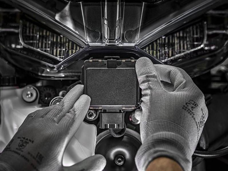 Rada cảm biến được đặt ở đầu đèn của xe