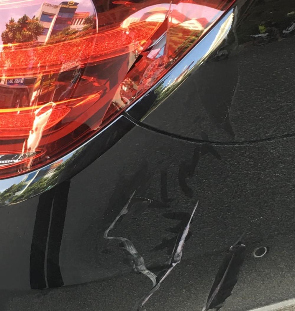 Đây là thiệt hại của chiếc Mercedes-Maybach S-Class sau va chạm giao thông với xe máy