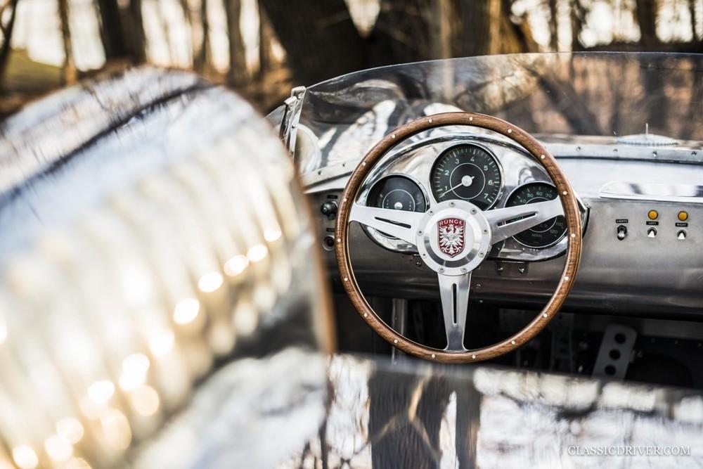 Những chiếc ô tô do anh Rünge chế tạo lấy đều được cảm hứng từ xe cổ