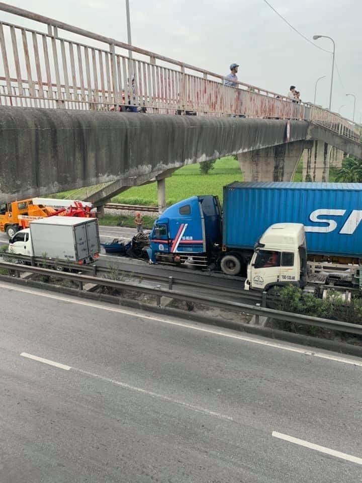 Hiện trường vụ tai nạn dưới chân cầu vượt Kim Lương