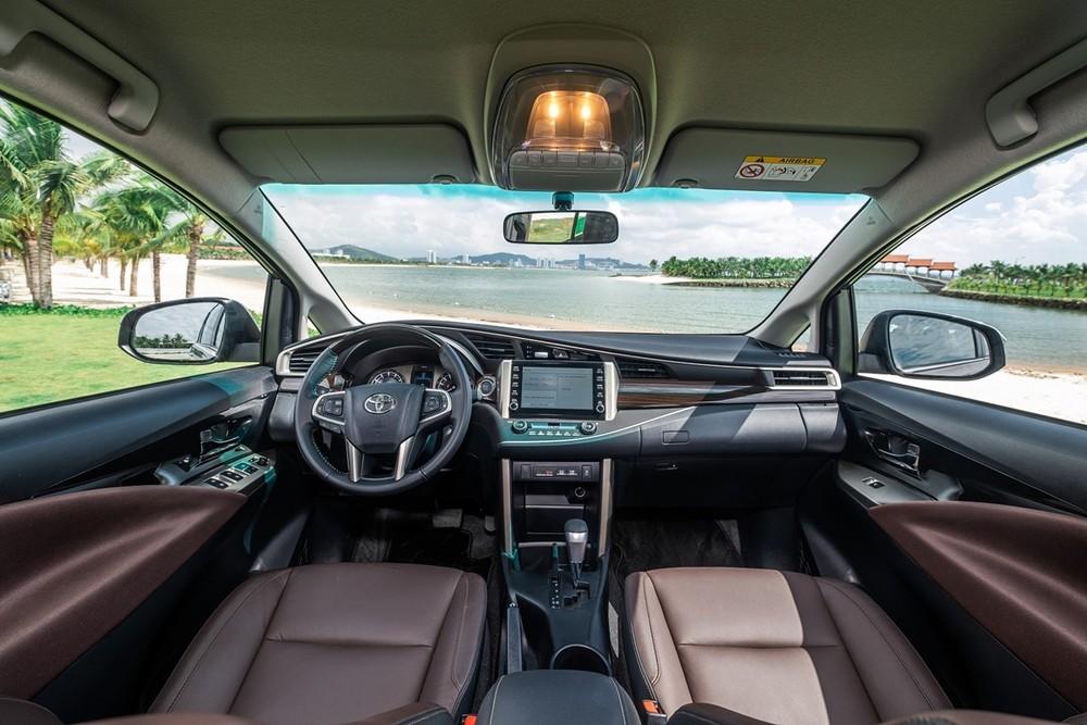 Nội thất bên trong của xe Toyota Innova 2020.