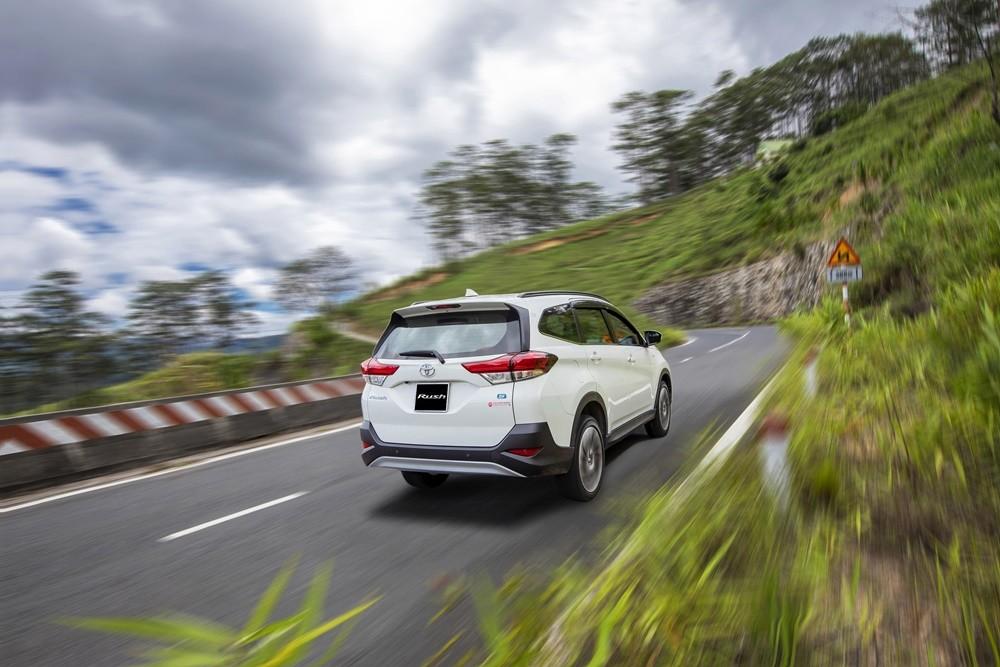 Xe Toyota Rush 2020 có những đường nét thiết kế mạnh mẽ, thể thao.