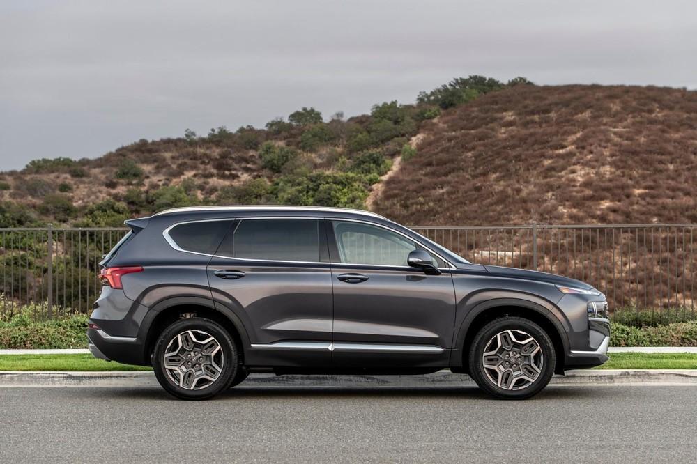 Thiết kế bên sườn của Hyundai Santa Fe 2021