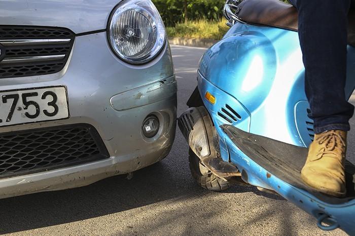 Sơn xe ô tô rất nhạy cảm, chúng dễ bị ảnh hưởng nếu xảy ra va chạm.