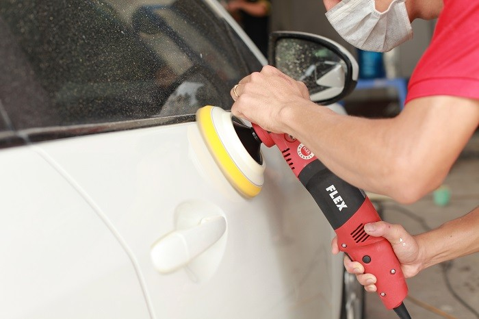 Quy trình sơn xe ô tô gồm 6 bước chính.