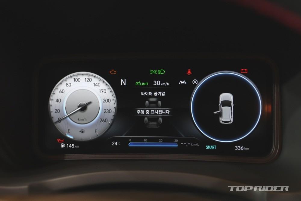 Bảng đồng hồ kỹ thuật số của Hyundai Kona 2021