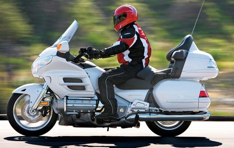 Xe Touring có tư thế ngồi thoải mái, tích hợp nhiều tiện ích hỗ trợ