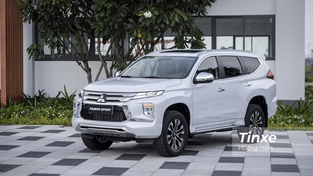 Giá xe Mitsubishi Pajero Sportkhởi điểm từ 1,11 tỷ đồng.